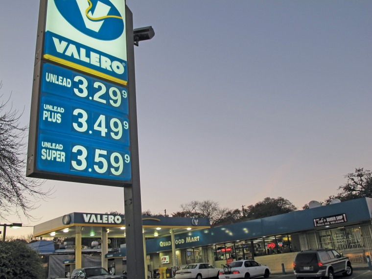 Aaa Fuel Gauge >> Rising Gas Prices Weigh On Students At St Edward S
