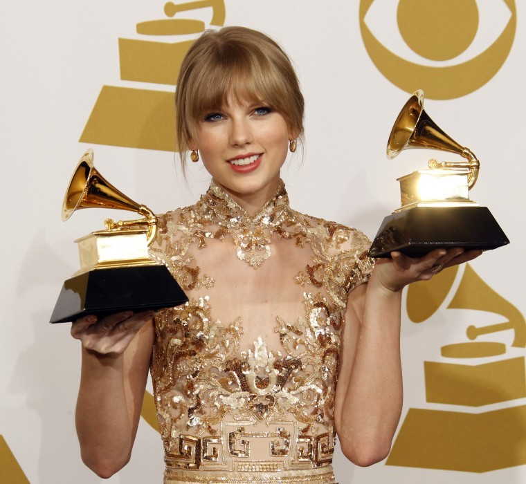 Taylor+Swift+with+her+awards+at+the+54th+Annual+Grammy+Awards+at+the+Staples+Center+in+Los+Angeles%2C+California%2C+on+Sunday%2C+February+12%2C+2012.+%28Allen+J.+Schaben%2FLos+Angeles+Times%2FMCT%29%0A