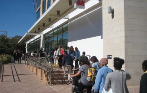 H&M opens at The Domain to a crowd of over one thousand