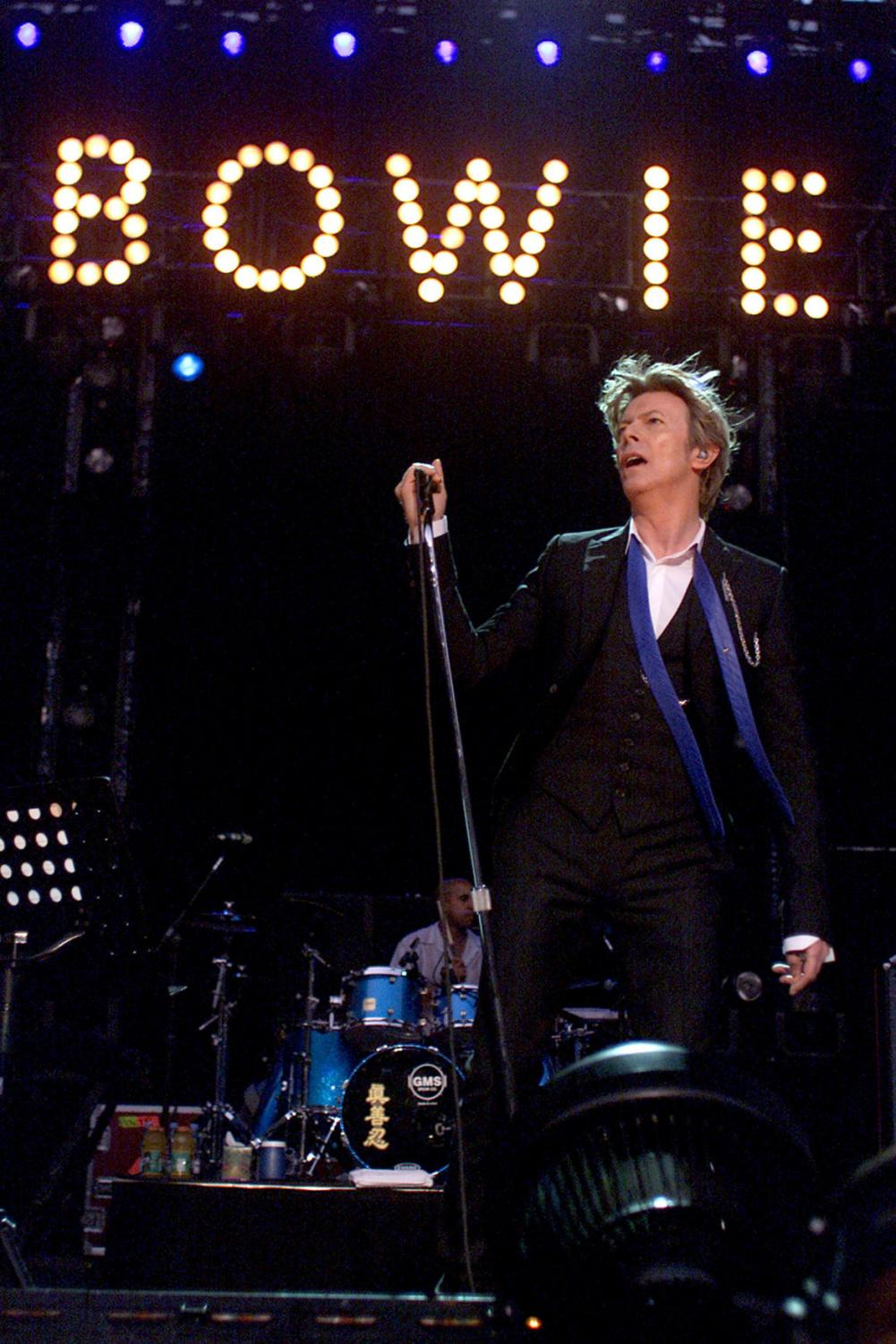 David Bowie performs at the Area2 Festival at the Verizon Wireless Amphitheater on Aug. 13, 2002 in Irvine, Cailf. Bowie died Sunday after an 18-month battle with cancer. (Robert Lachman/Los Angeles Times/TNS)