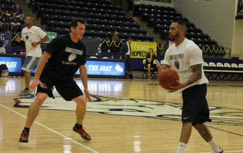Alumni basketball players relive glory days during homecoming