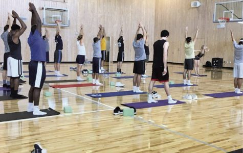 Shavasana and Shootin' Hoops: Men's basketball team poses unexpected lesson to GroupX yoga instructor