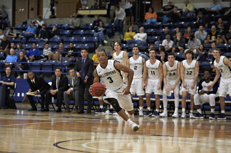 Men's basketball prepares for competitive season, hopes to build off last year's success