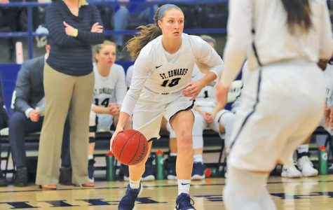 Women's basketball teams aims to bounce back after losing season