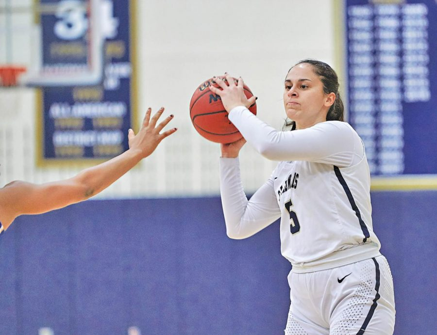 Isabel Hernandez is averaging team-high 15 points per game in senior season.