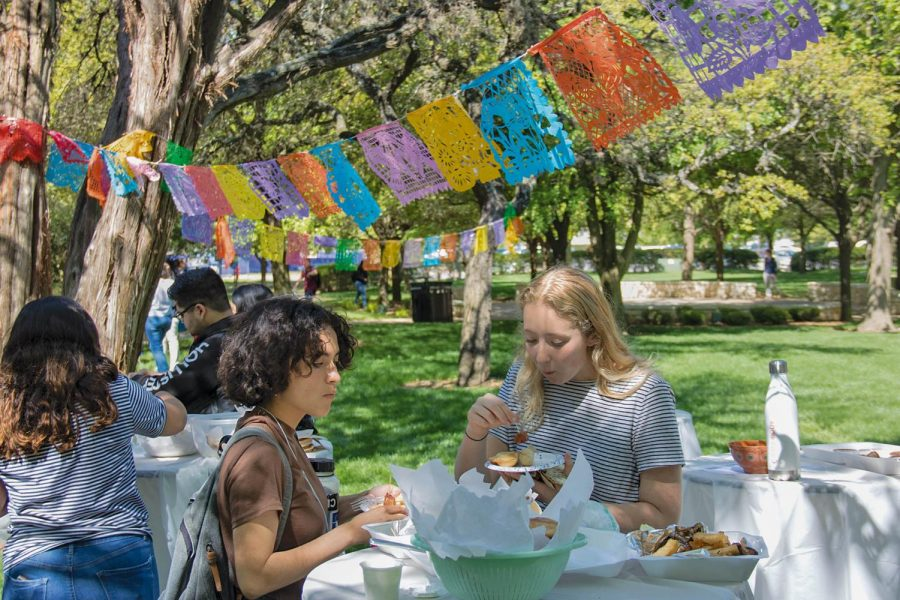 Students+crowd+around+vendor+and+food+tables+to+celebrate++with+their+peers.+A+few+dishes+provided+included+coquetas%2C+empanadas%2C+tequenos+and+ceviche.+