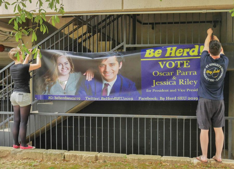 Students+set+up+campaign+sign+for+presidential%2Fvice+presidential+candidates+Oscar+Parra+and+Jessica+Riley.+