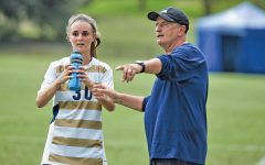 Women's soccer coach earns 200th career win, team starts 4-0 in conference