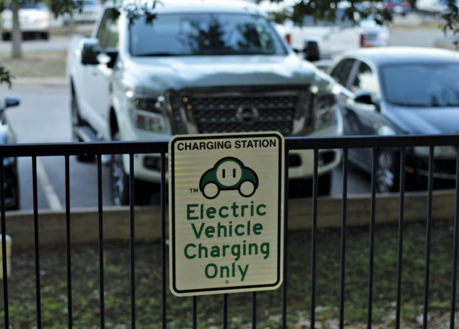 Electric vehicles produce an average of 4,450 pounds of carbon emissions, according to the U.S. Department of Energy. Traditional vehicles produce more than twice the amount of carbon annually.