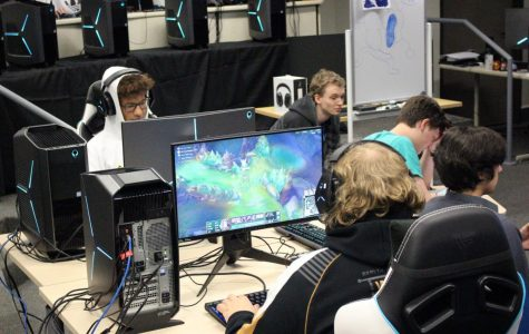 Esports varsity team doubles in size, promotes gaming among local schools