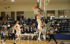 No. 8 men's basketball completes perfect home record in 77-65 Homecoming victory