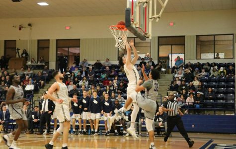 No. 7 men's basketball completes perfect home record in 77-65 Homecoming victory