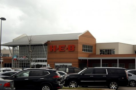 H-E-B, a Texas grocery chain, continues to require shoppers to wear masks. Many other businesses in Texas kept mask requirements despite Gov. Abbott
