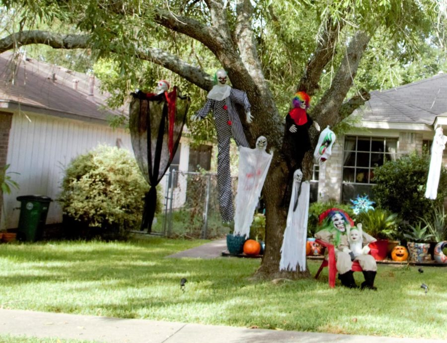 This house may not be approachable for those who fear clowns. Nevertheless, this homeowner knows how to make Halloween a true fright night!